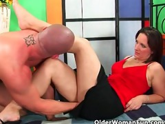 aged soccer mom squirts her juice and unloads a